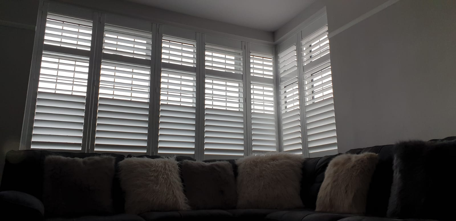 Plantation Shutters With A Hidden Split The Shutter Studio